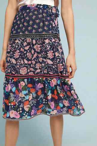 Here are 15 hippie outfits you NEED to copy! WE love this multi pattern skirt for summer!