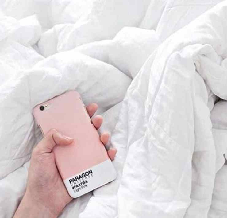 There are many reasons why bringing your phone to bed with you isn't a good idea. It's not good for your health, your sleep cycle and especially your eyes. Here's why you shouldn't bring your phone to bed with you!