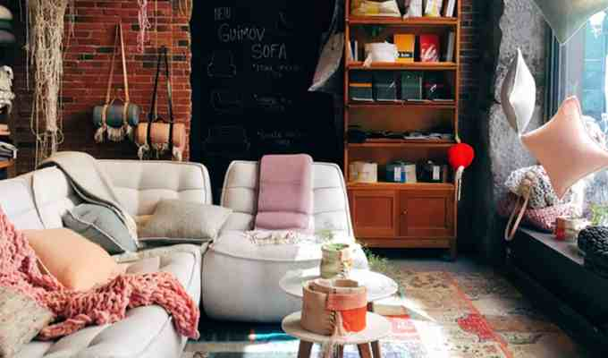 If you're looking for some decor tips to create the perfect statement wall on a budget, then these are the best cheap home decorating ideas for an apartment, dorm, or house!