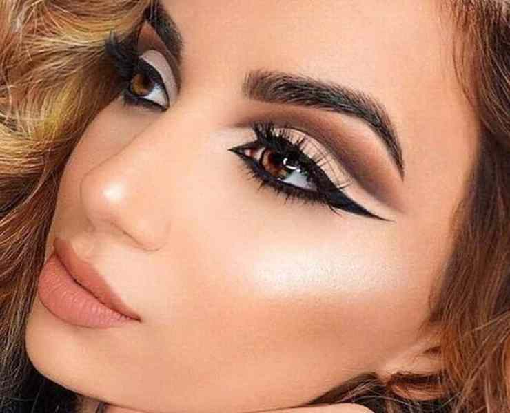 No matter if you have fair skin, medium skin, olive skin or dark skin, these are bright and bold makeup looks that will look amazing on anyone!