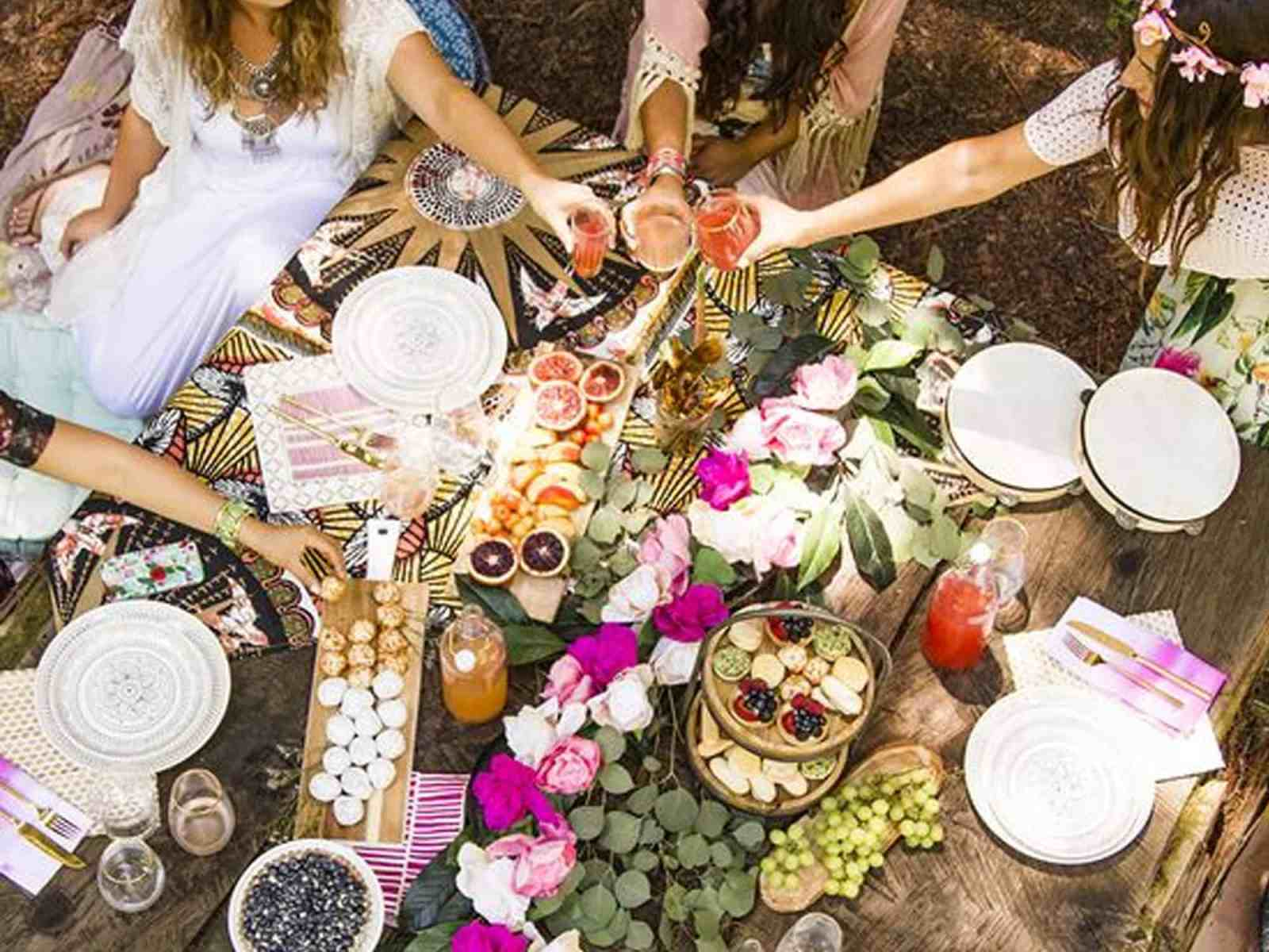 Need some summer party inspo? Here are some garden party ideas for your next get together. Just grab your friends, and some good food!