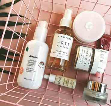 These are some of the best Glossier products. From mascaras to primers to cleansers to lip glosses to serums to highlighters to blushes, we got you.