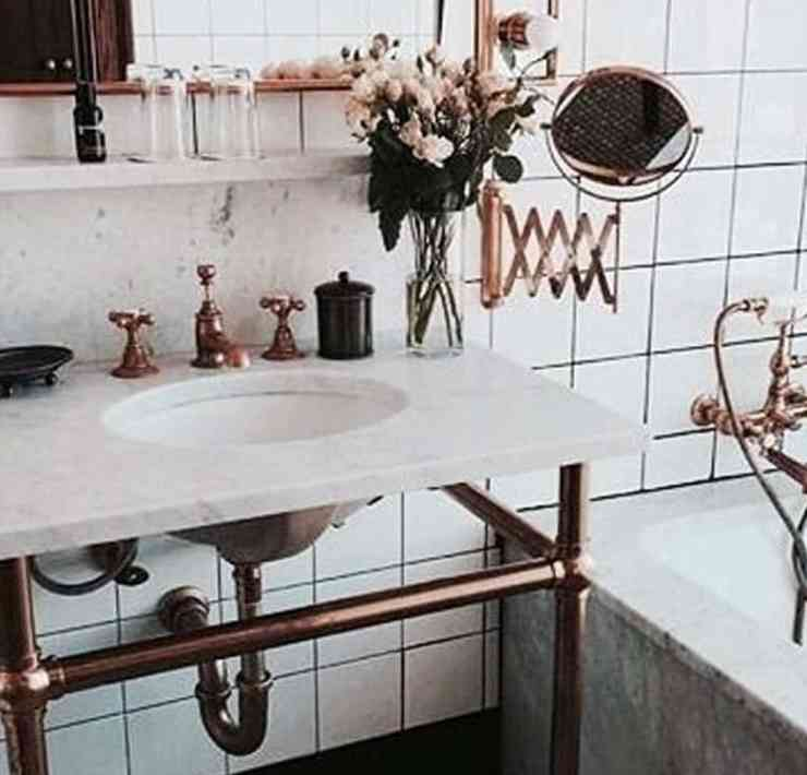This rose gold bathroom decor is so stunning. Change out your bathroom essentials for some of these items and you won't be dissappointed.