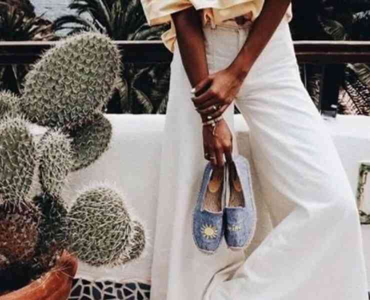 These summer 2018 trendy shoe styles are so cute! From espadrilles to wedges to mules to booties to denim to oxfords, we have you covered!