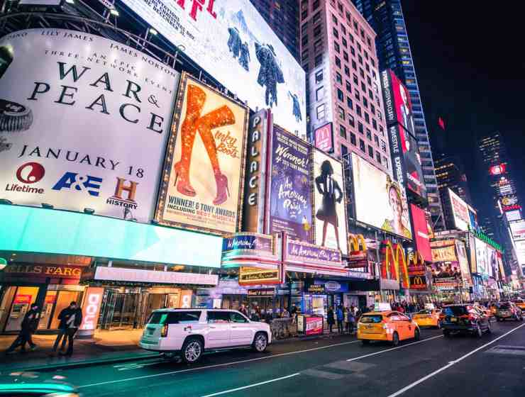 A New York City experience is incomplete without Broadway. Here are ways to enjoy watching the world's most renowed musicals by doing Broadway on a budget!