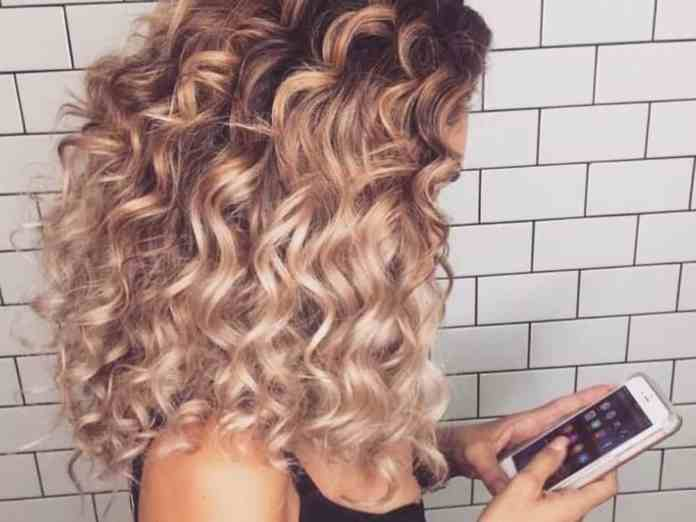 Are you lost in the tangly mess that is curly hair? Need some more definition? Here's a guide with curly hair styling tips to bring your mane back to life.