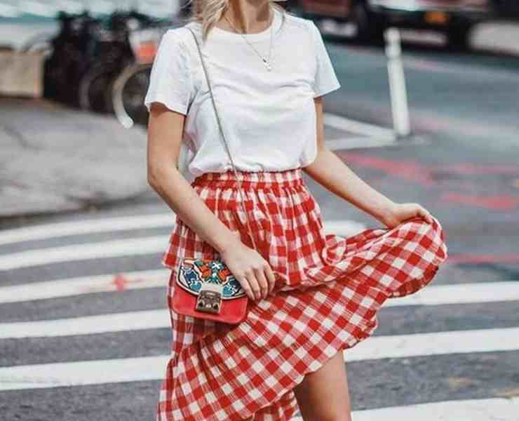 Here is some inspiration for putting together amazing midi skirt outfits. When done right these outfits are super fun and chic!