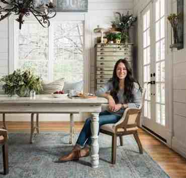 Take a look at these Joanna Gaines style tips that are chic and timeless. From neutral tones to practical furniture, her style has it covered.