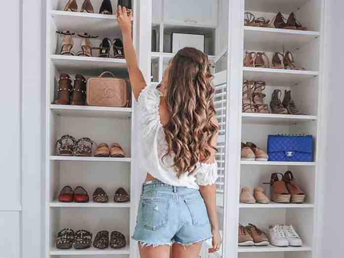 Check out these smart ways to organize your bedroom closet with these simple tips, tricks and hacks. You won't be disappointed!
