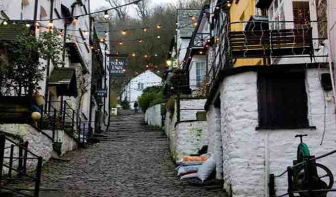 Here are some really amazingly popular places to visit in Devon while traveling. There are endless amounts of fun to be discovered.