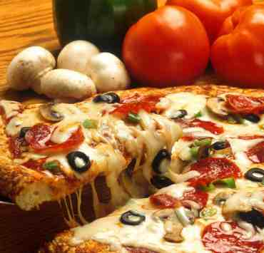 Knowing how to make pizza is important when you're craving it. However, you don't need an oven for every recipe! We've made a list of some!