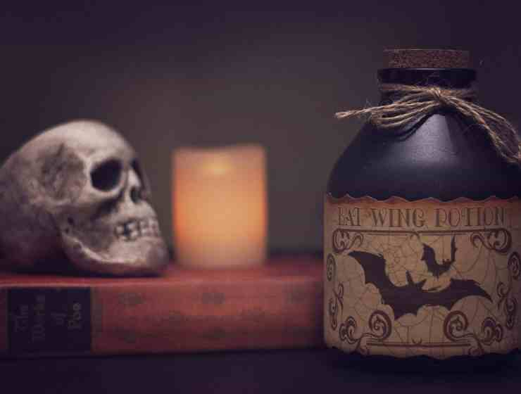 Halloween decorations can really bring a spooky atmosphere to your apartment or dorm room! Here are some of the scariest decorations for you!