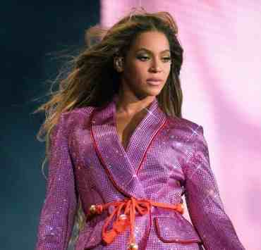 Here's some of Beyonce's best looks from her tour, On The Run two. Beyonce's style's ranged from Versace, to Balmain and more!