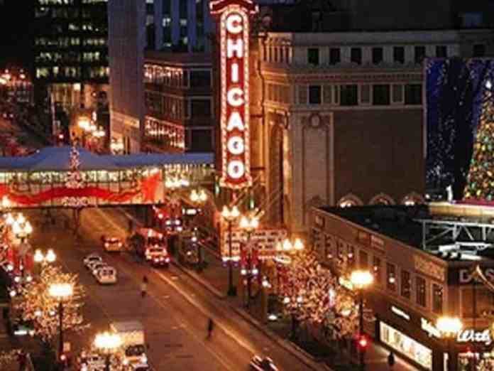 Here are festive activities in Chicago to do while visiting or just traveling through! These activities are great during the holiday season.