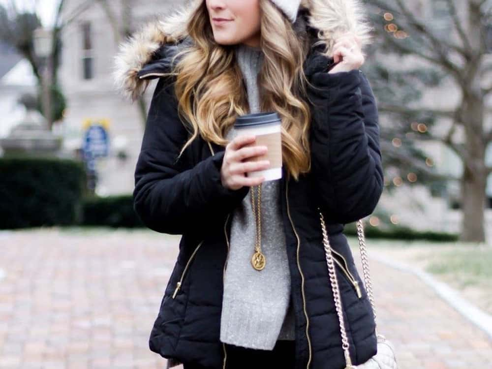 These winter outfits will have you looking cute even when the weather gets bitter! Here are some of out favorite winter looks for you!