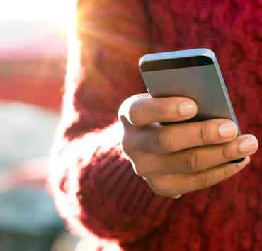 The issue of calling vs texting can sometimes feel like a pressing one when you aren't sure which to use. This guide will break it down for you!