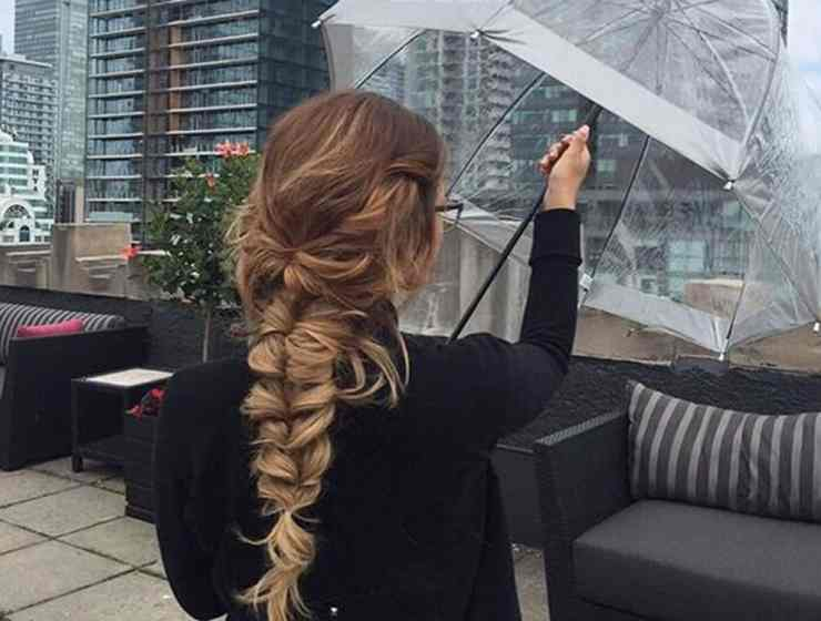 These updo hairstyles are perfect for lazy or rainy days. These perfect updos will take you no time at all to get. Check them out!