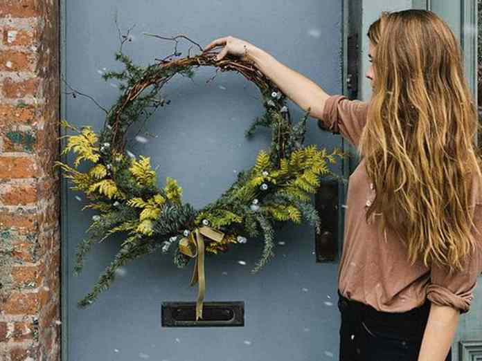 These Christmas wreath ideas are unique enough to have any of your guests loving them this holiday season! Here are some of the best!