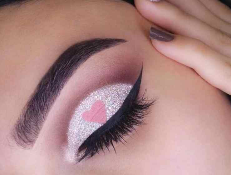 These Valentines Day makeup ideas are going to have you looking great for the holiday! Boost your Instagram game with these looks!