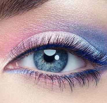 These new eyeshadow palettes are going to be perfect for you this holiday season! Here are some of the eyeshadow trends you have to try!