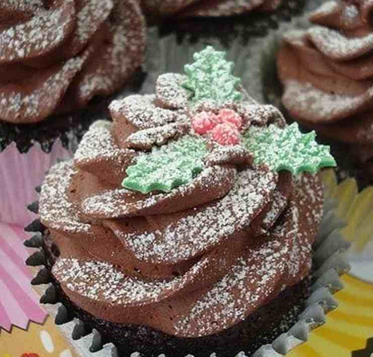 These Christmas dessert recipes will be a huge hit while leaving your family super satisfied this holiday. Check them out!
