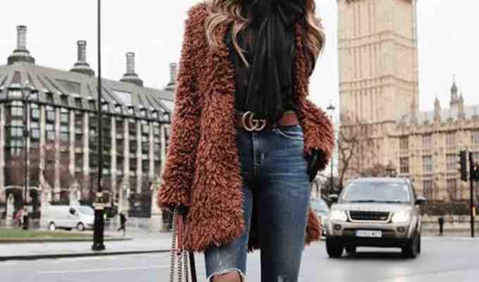 This article lists 15 comfortable and stylish outfits for women to wear this winter. They are cute and comfortable and very much in season!