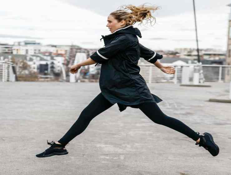 Working out in the cold can have some surprising health benefits. See why these cold temp workouts are heating up around the country.