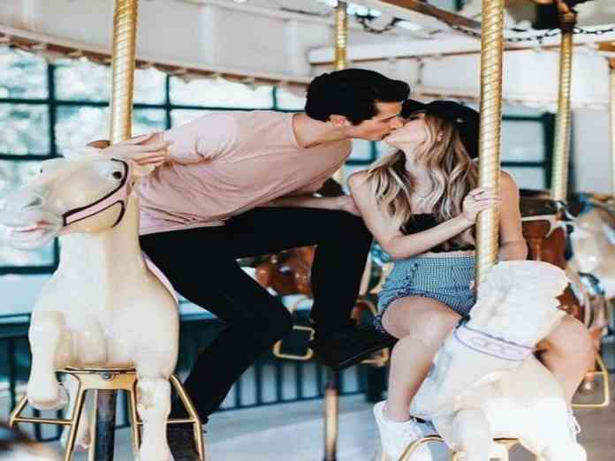 Old-fashioned date ideas are coming back around as young adults turn to older generations for inspiration. Here are 6 Cute Old-fashioned date ideas that are sure to knock your socks off.