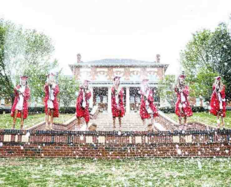 Find the best graduation gifts can be hard. We have a gathered a list of gifts that all college grads will love!