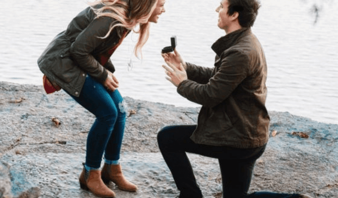 10 Engagements Gifts To Give Your Friend Who Just Got That Rock