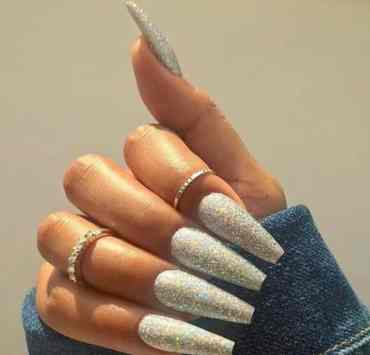 Finding your perfect summer nail is a must this season! You can go short or long. Bold or subtle. Either way, we have created a list of amazing summer nails for you to try.