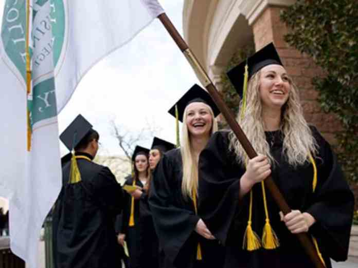 The Best College Graduation Gifts You Can Get Your New Grad