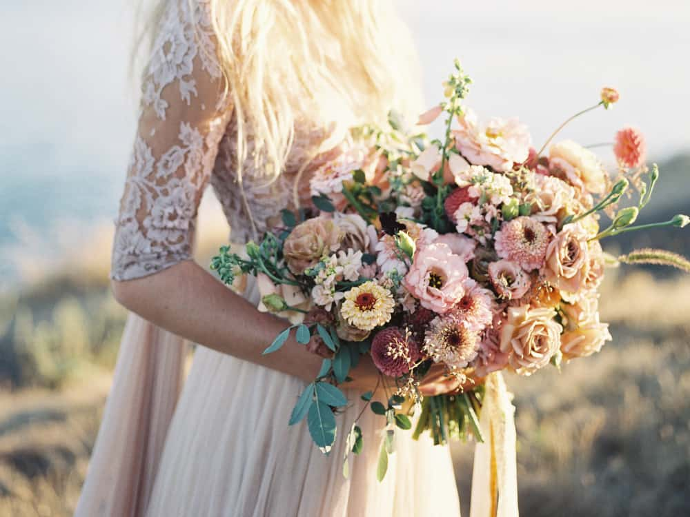 10 Spring Wedding Bouquets That Smell And Look Gorgeous