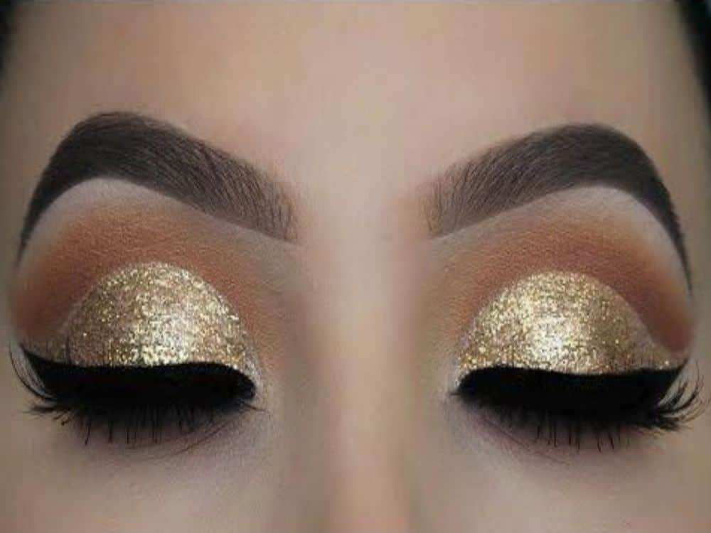 10 Gold Glitter Eye Makeup Looks That Will Grab Anyone's Attention