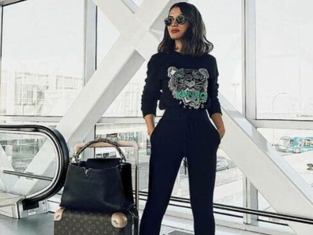10 Perfect Travel Outfits That Will Keep You Comfy And Stylish