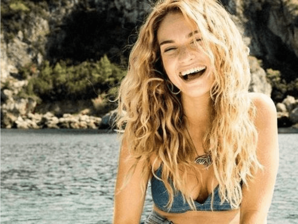 Your Ultimate Guide to Getting Sun-Kissed Strands For Summer