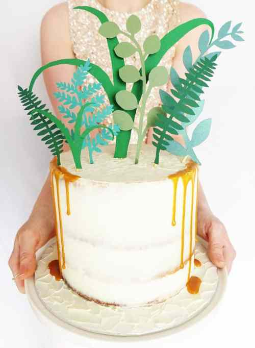 The Cutest Wedding Cake Toppers You'll Want On Your Cake
