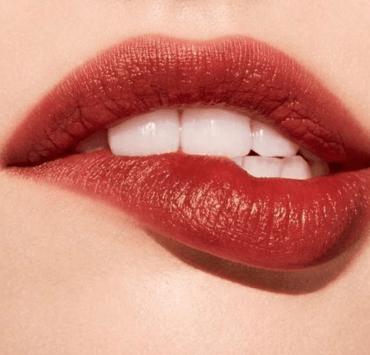 8 Best Lip Scrubs: Say Goodbye To Chapped Lips