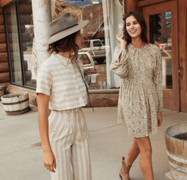 7 Travel-Friendly Outfits That Are Perfect For Exploring