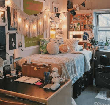 5 Ways To Decorate Your Dorm For Fall