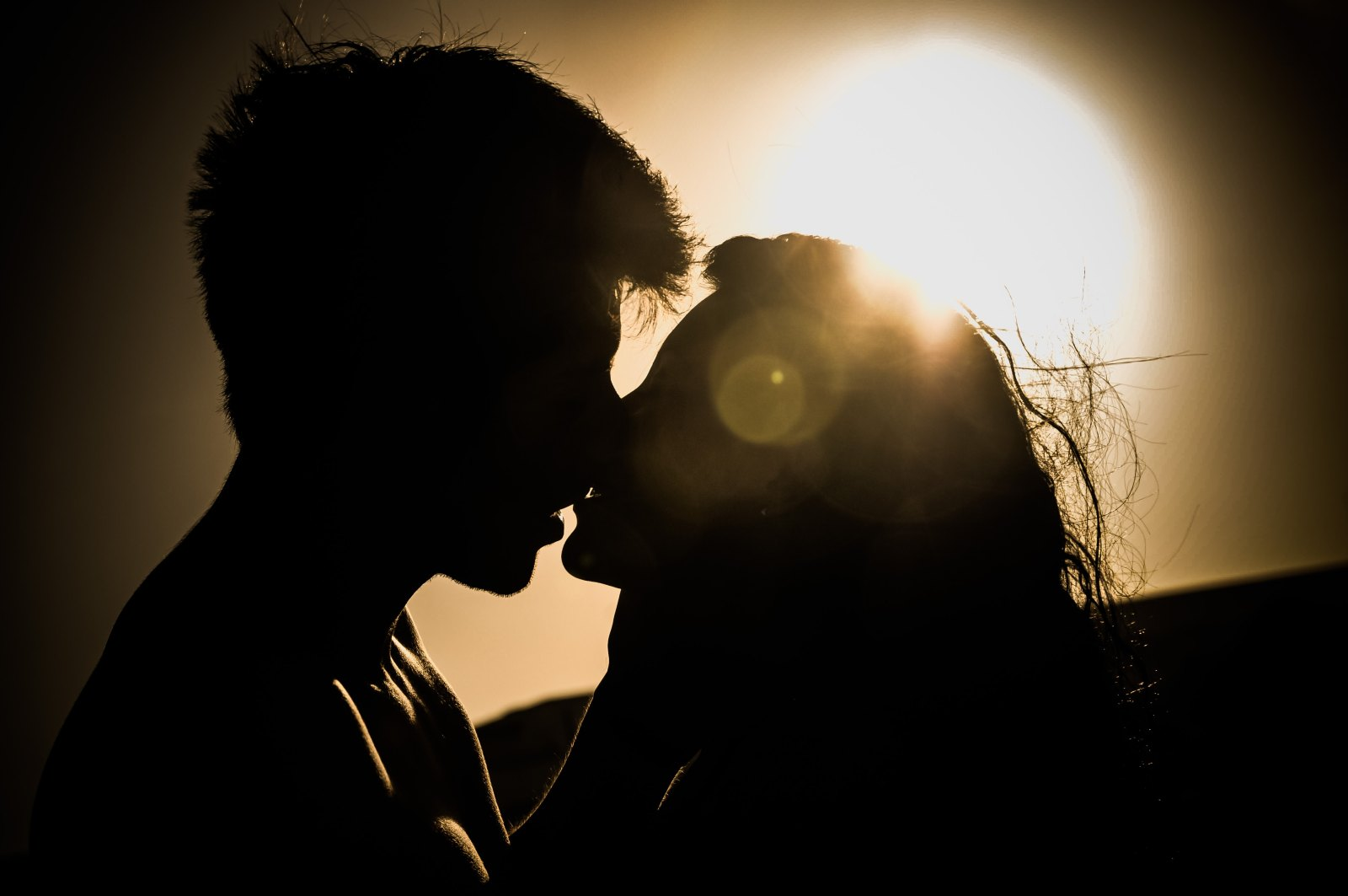 fallen in love, 5 Signs You've Fallen In Love With The Wrong Person