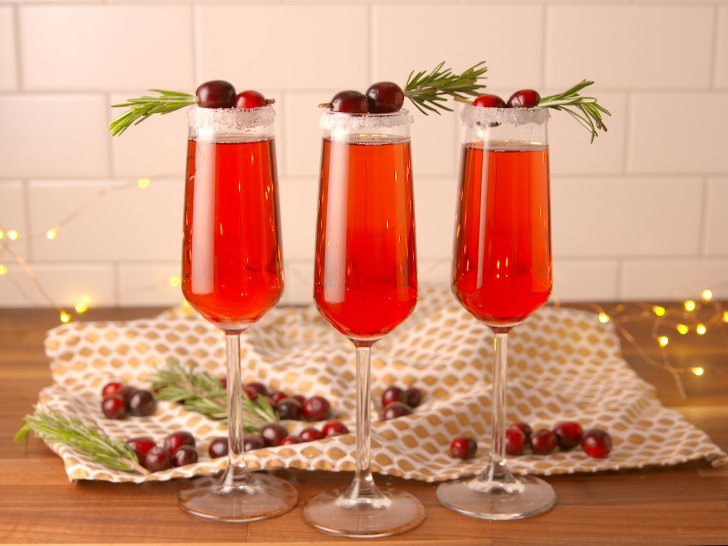 Holiday Cocktails, 10 Holiday Cocktails That Are Almost Too Pretty To Drink