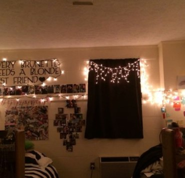 15 Cute Holiday Decorations To Light Up Your Dorm Room