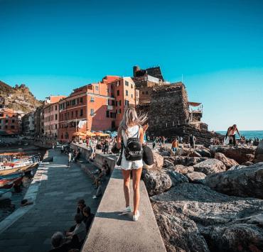 10 Best Travel Tips For Women Traveling Alone