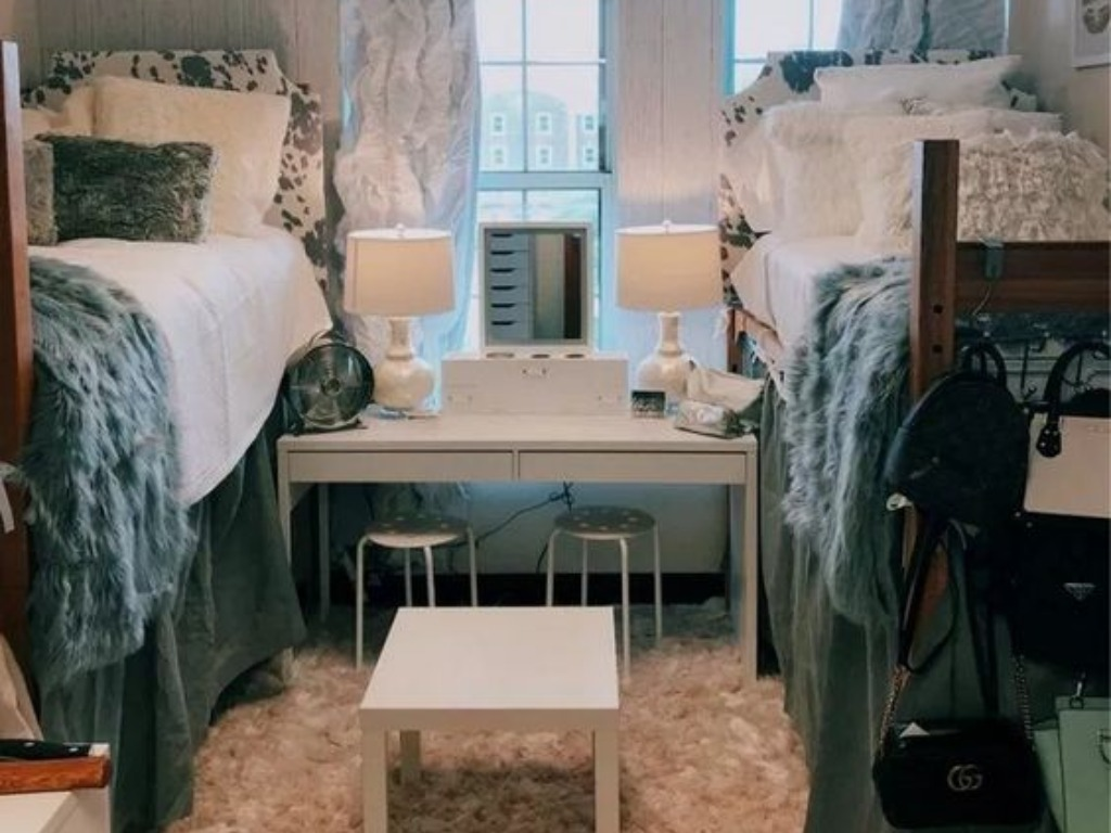 13 Decorations To Personalize Your Dorm