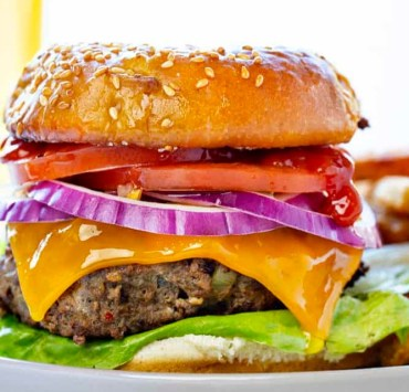 10 Cheeseburger Recipes To Make For A Dinner Party