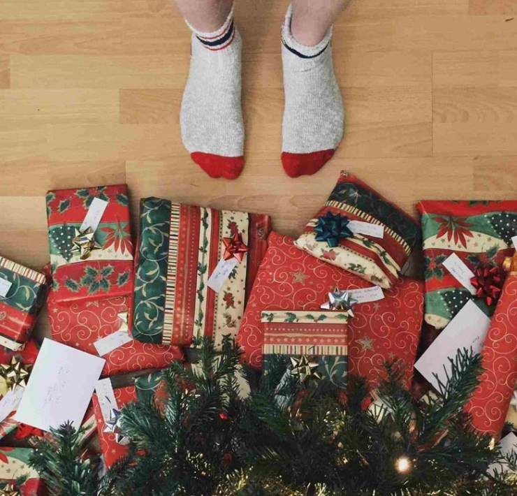 These are the best secret Santa gifts to get that one person who you don't really know. We know you'll both love these great ideas!