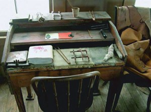 Swift packing desk with tools