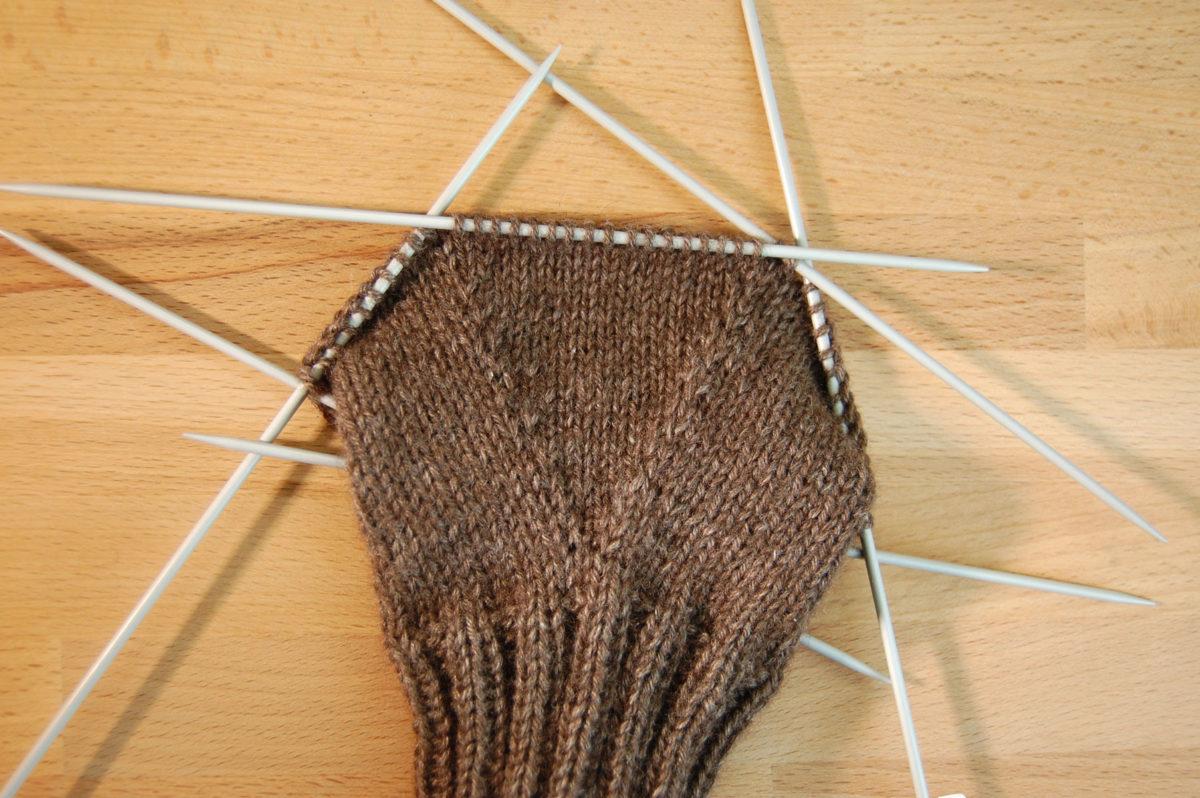 Handy-Handschuhe auf sockshype Handy-Handschuhe <b>Anleitung: Handy-Handschuhe stricken</b> kuschelige Smartphone-Technik