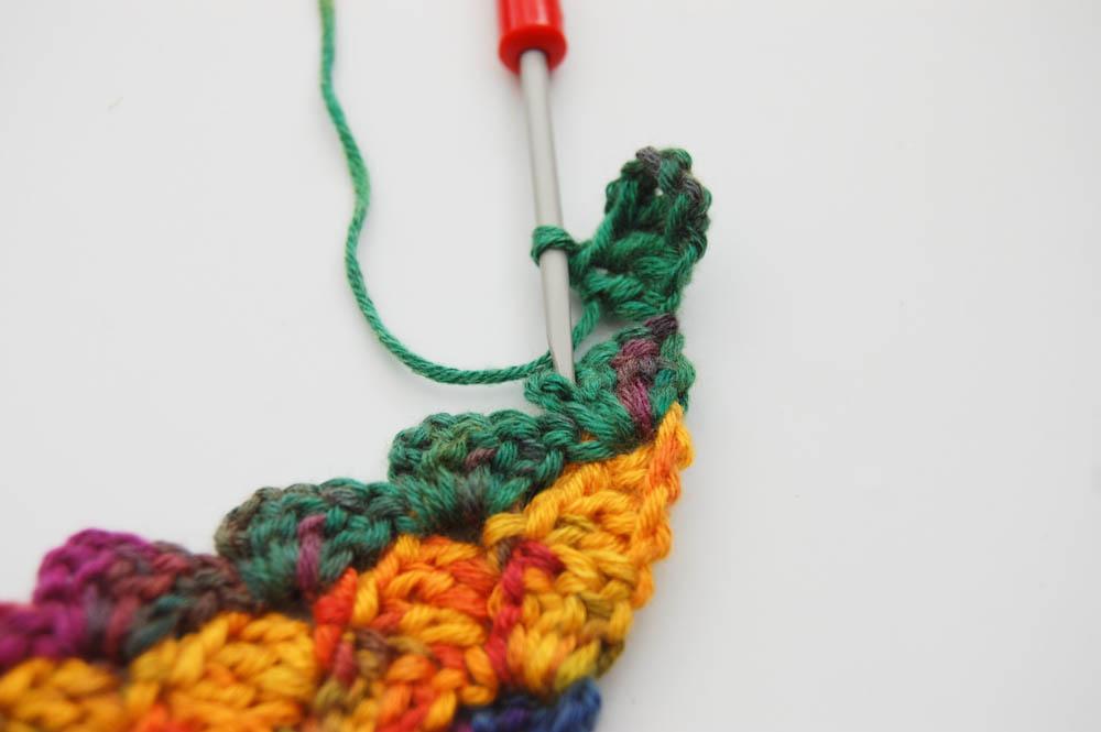 Von Ecke zu Ecke häkeln Schal 1tes Quadrat verbinden  Anleitung: Schal im Muster Von Ecke zu Ecke häkeln